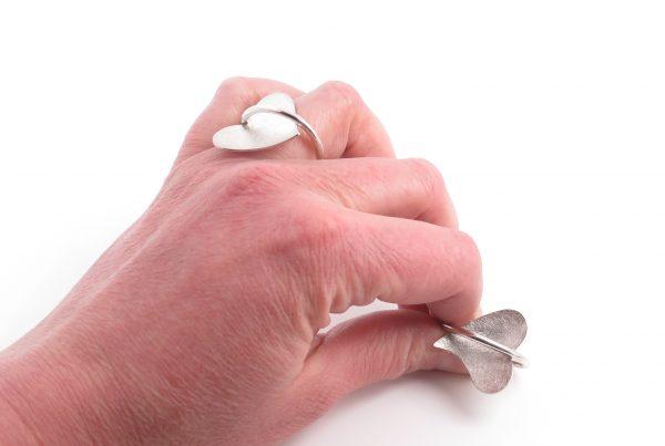 Twee zilveren Hart onder de ring ringen