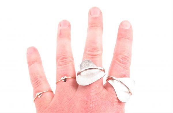 vier verschillende MOYA hart onder de ringen