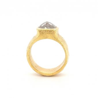 MOYA 18k yellow gold Raw elegance ring with grey milky diamond