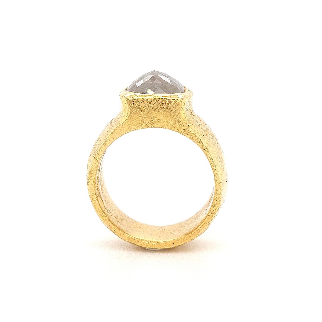 MOYA 18k geelgouden ring met grijze Ice diamant