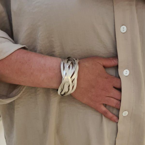 Zilveren Wikkelarmband in elkaar