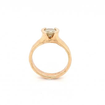 MOYA Raw Elegance ring 18k red gold with a milky diamond