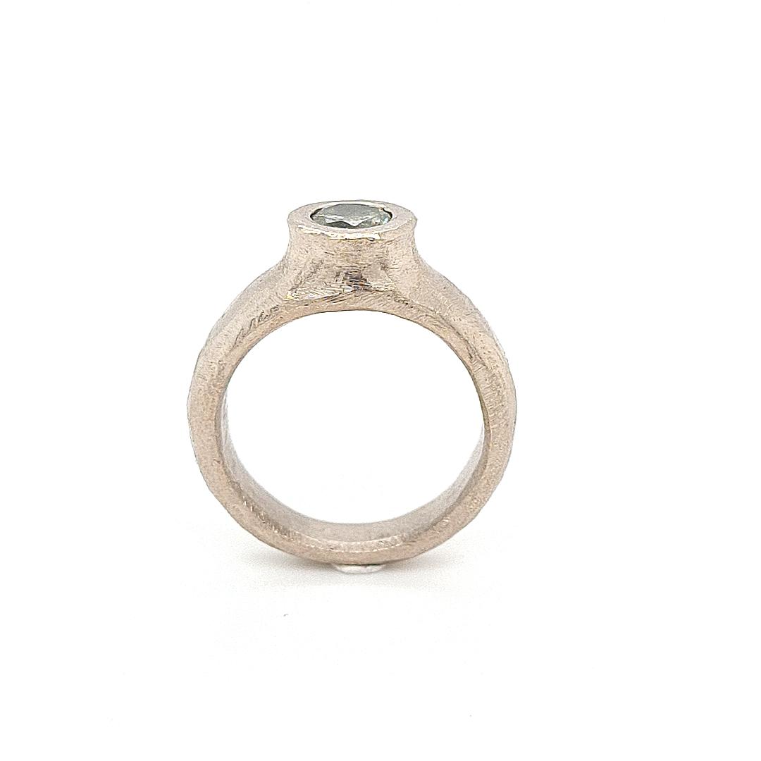 MOYA Raw Elegance ring 18k wit goud met licht groene diamant