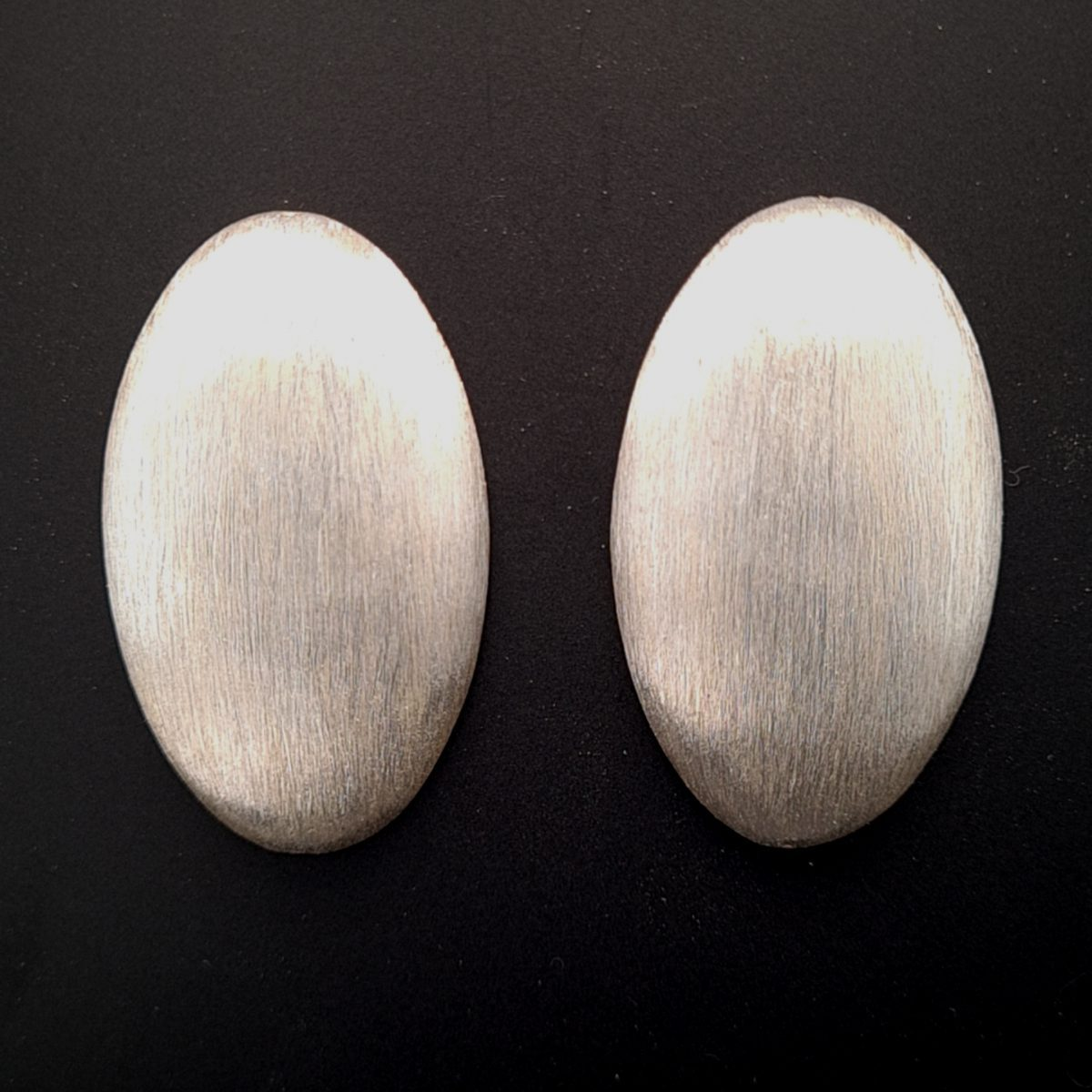 MOYA oorbellen zilver kiezel