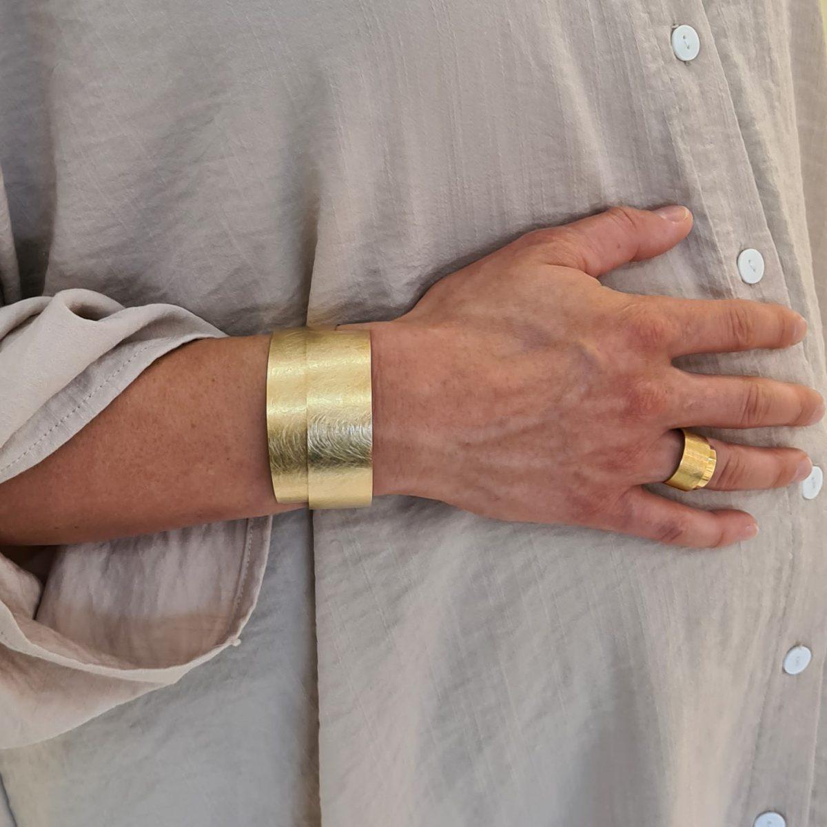 MOYA sheet bracelet 20mm on arm 3