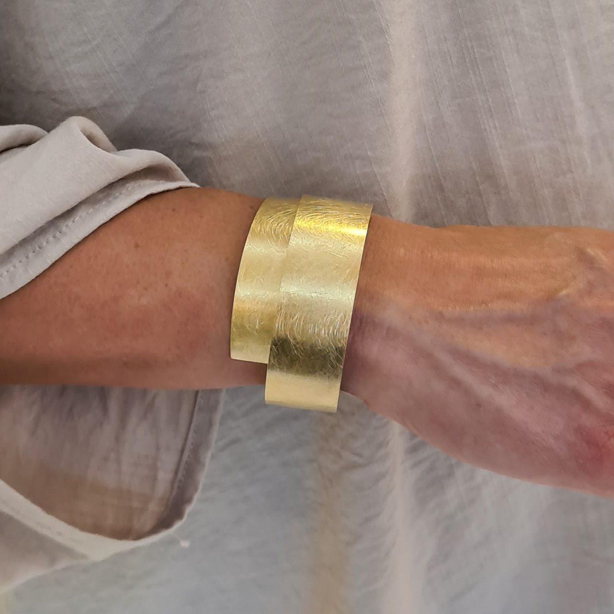 MOYA sheet bracelet 20mm on arm 2