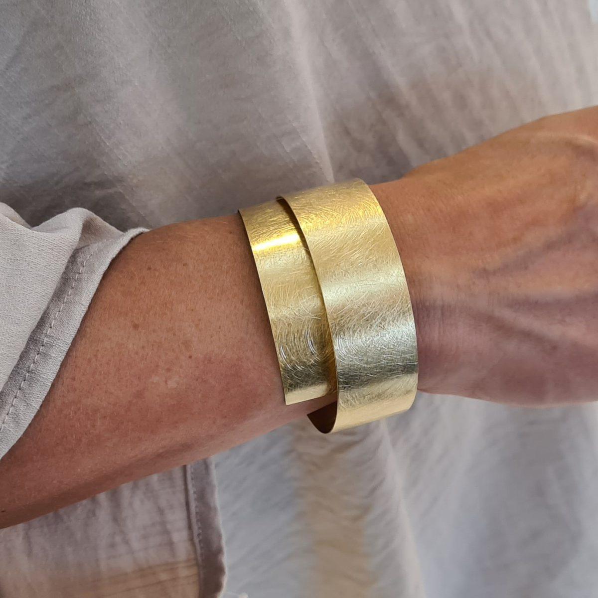 MOYA sheet bracelet 20mm on arm 4