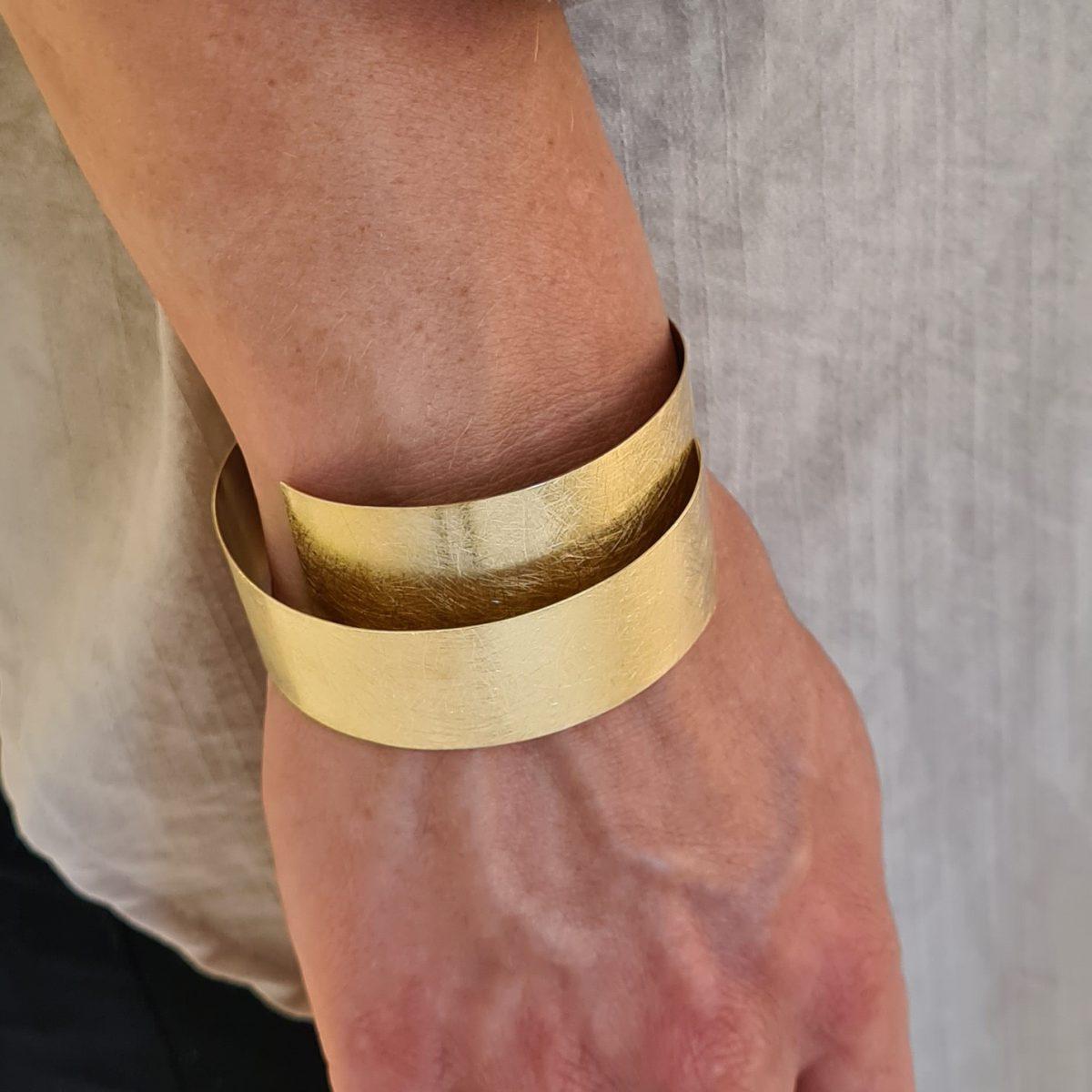 MOYA sheet bracelet 20mm on arm 1