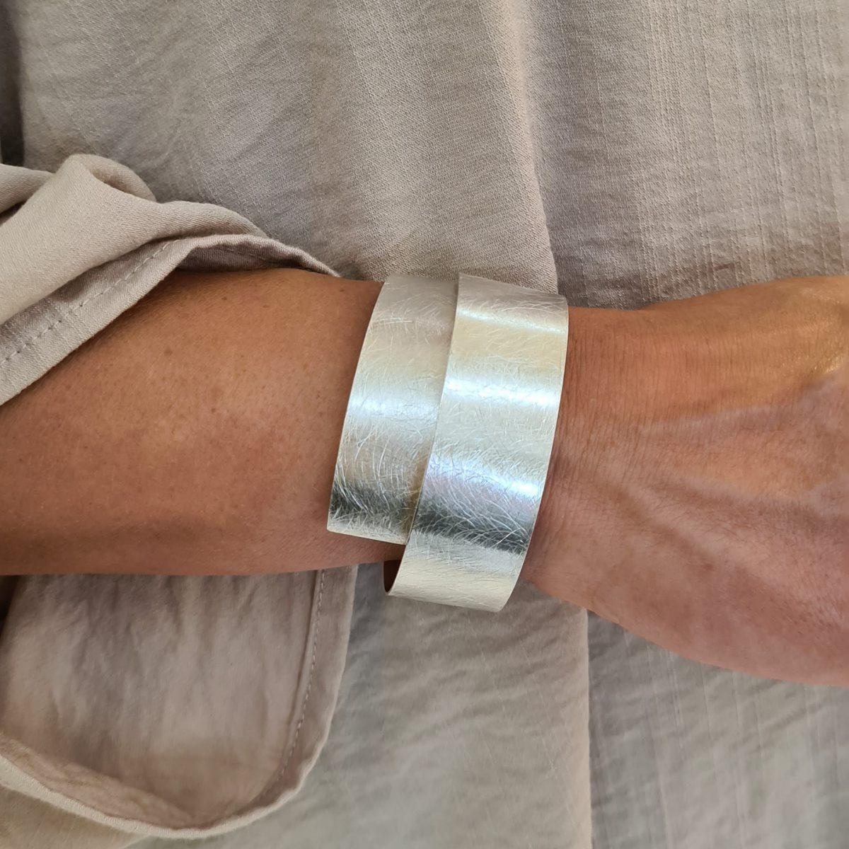MOYA sheet bracelet 20mm on arm