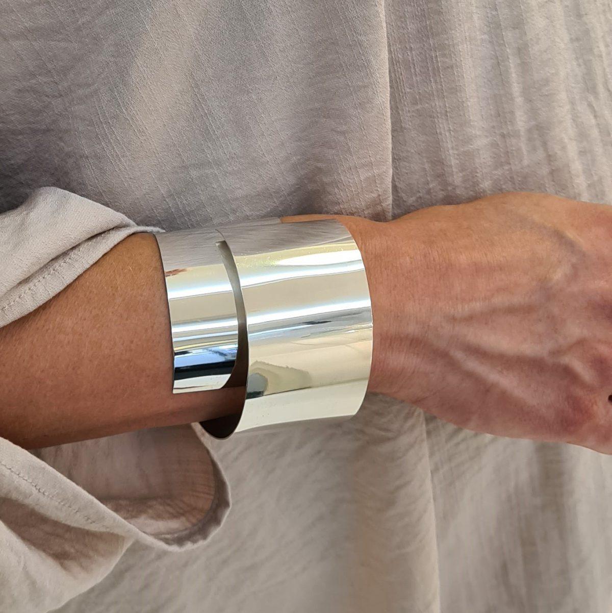 MOYA sheet bracelet 40mm on arm poli